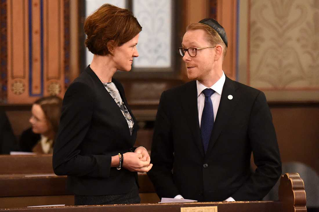 Anna Kinberg Batra och Tobias Billström.