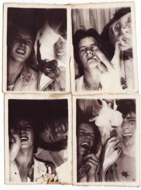 Barnstaple, 1972. Mike Valentine och hans vän Buddy, och deras råtta. Mike har sin favorit t-shirt, senapsfärgad med stjärnor, och en vit bombarjacka av läder.