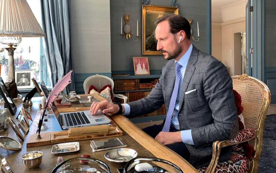 Kronprins Haakon i digitalt möte med chefer och anställda på Helsedirektoratet.