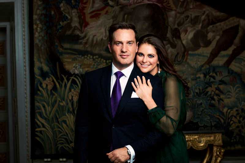 Pengatätt. Bland Chris O'Neills inbjudna gäster till bröllopet finns flera miljardärer och arvtagare.