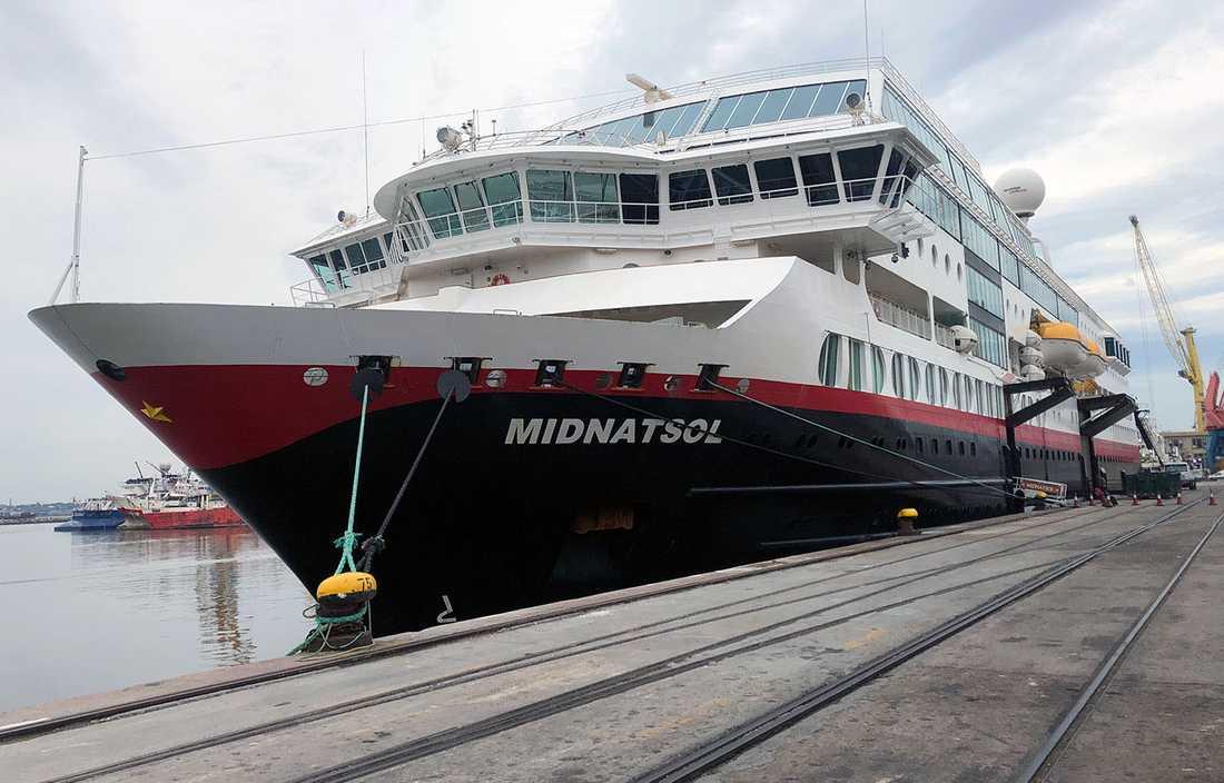 Joakim åker till Antarktis med Hurtigrutens MS Midnatsol.