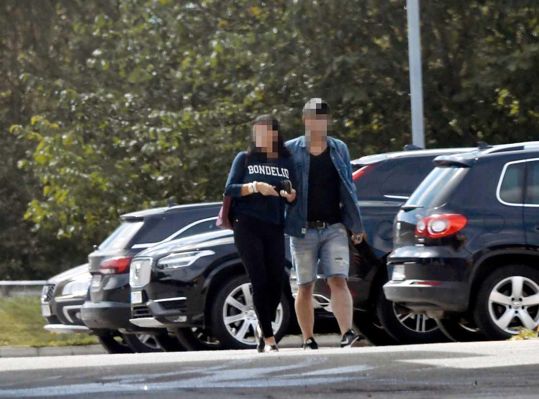 Den 42-åriga kvinnan och hennes 19-årige pojkvän.