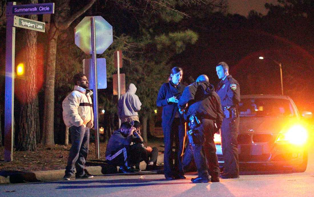 Polisen nära brottsplatsen.