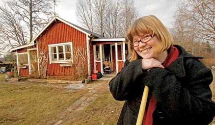 Bor inte i kloster Eva Johansson var den första svenska på 500 år att vigas till Kristi Brud. Men Eva bor inte i kloster. Nu ska sommarstugan, en gång hennes farmors och farfars, bli hennes hem.
