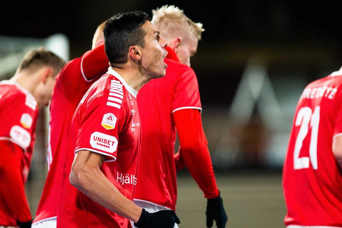 Kalmar jublar efter (regelvidriga?) 3–1 mot J-Södra.
