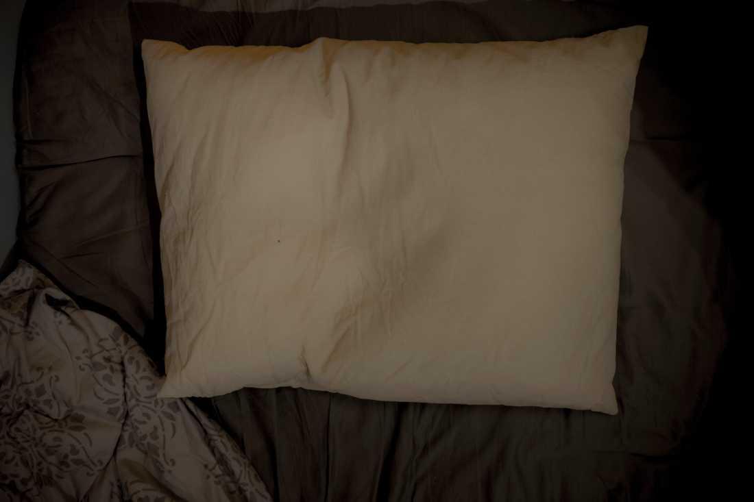 De flesta av övergreppen skedde när flickan skulle sova i farföräldrarnas säng. Arkivbild.