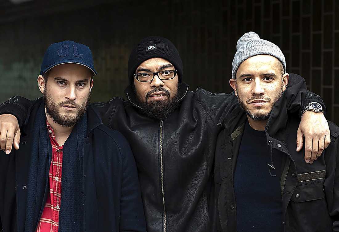 Aftonbladets Niklas Strömberg och fotograf Felipe Morales tillsammans med Ayo.