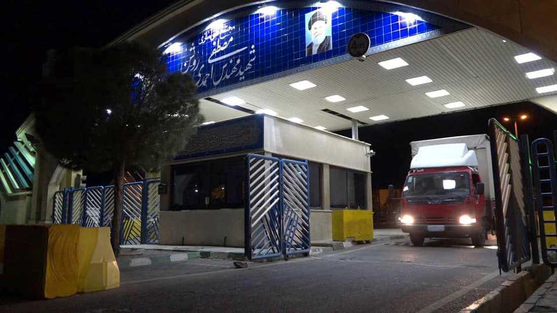 Denna bild från Irans atomenergiorganisation påstås visa en lastbil som i onsdags lämnade anläggningen i Natanz, lastad med uranhaltig gas för vidare anrikning vid anläggningen i Fordow.