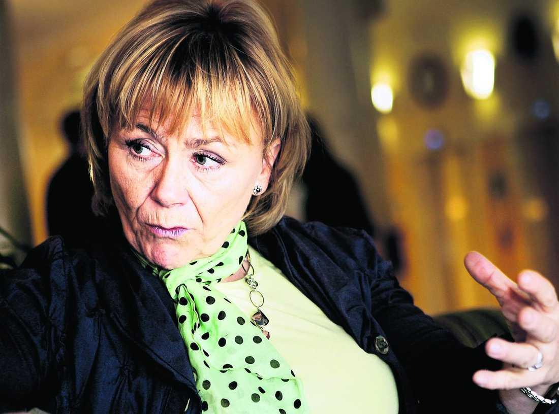 attackerades I går fick även justitieminister Beatrice Ask sitt namn kapat – en internetsajt under hennes namn gjorde reklam för Wikileaks.