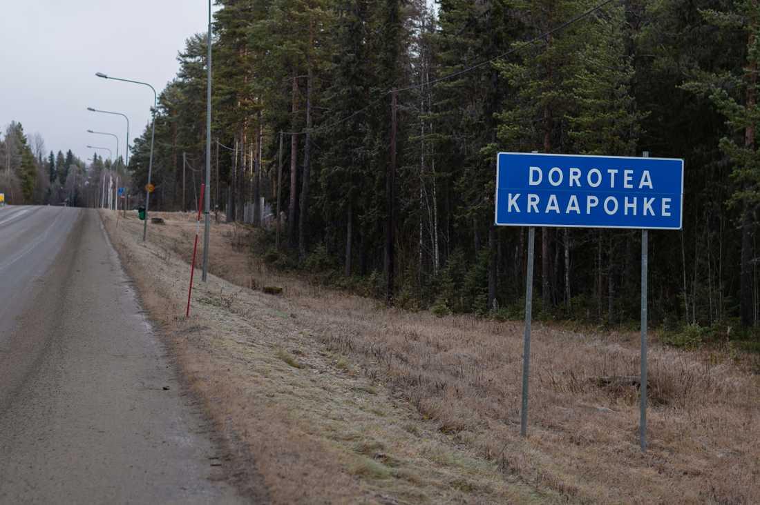 """Dorotea har fått sitt namn efter Gustaf IV Adolfs drottning. Det samiska namnet Kraapohke betyder """"instängd sjö""""."""
