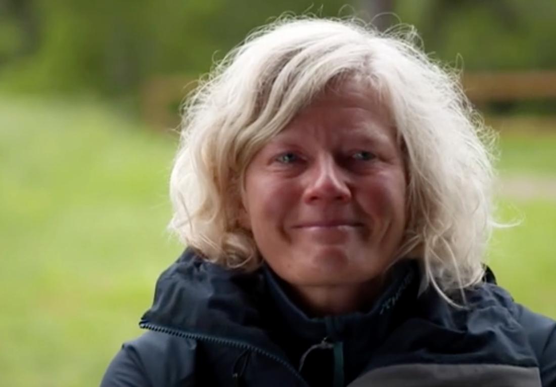 Karin Winarve i tårar efter beskedet om att hon får lämna gården.