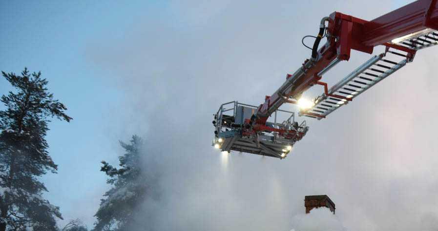 Larmet om villabranden kom in på julaftonsmorgonen.