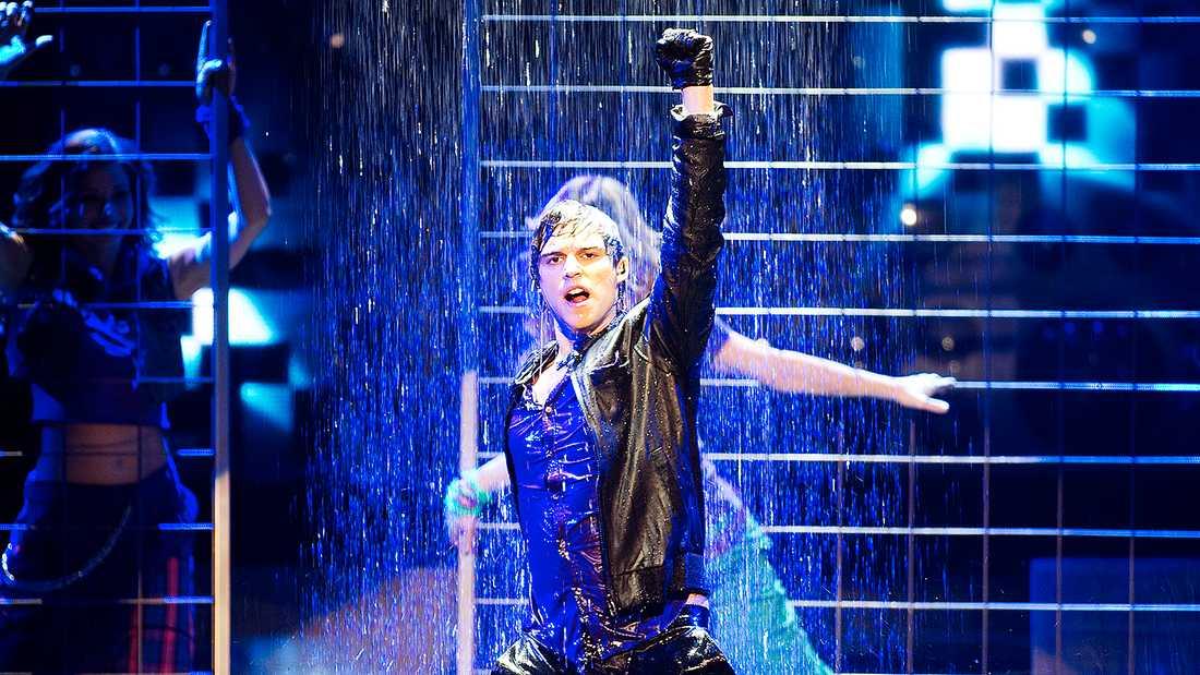 """Eric Saades debut i Melodifestivalen skedde 2010 med låten """"Manboy"""", som slutade trea i finalen."""