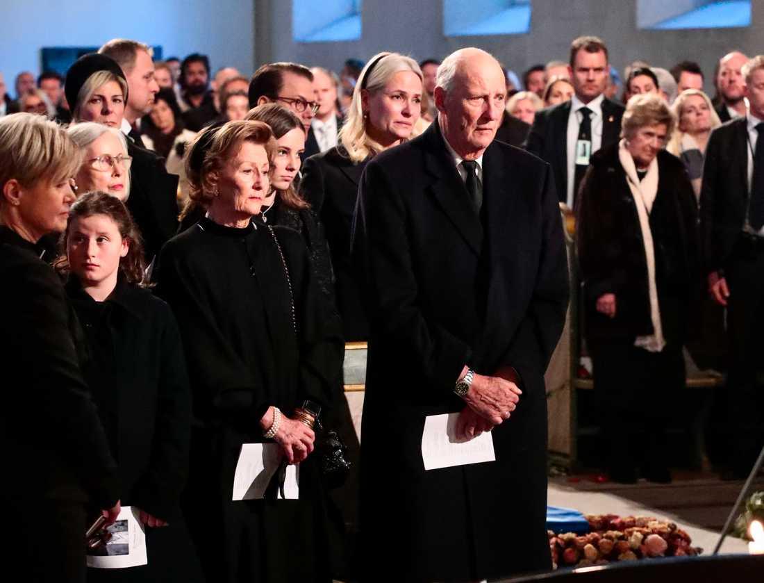 Begravningen av Ari Behn i Oslos domkyrka på fredagen. Norska kungafamiljen.