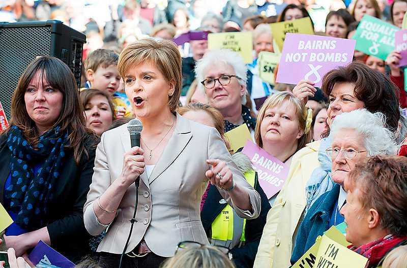 FRAMÅTMARSCH Med den vänsterprofilerade Nicola Sturgeon som ny ledare går det som en dans för SNP. Varannan skotte säger sig nu vara beredd att rösta på partiet.