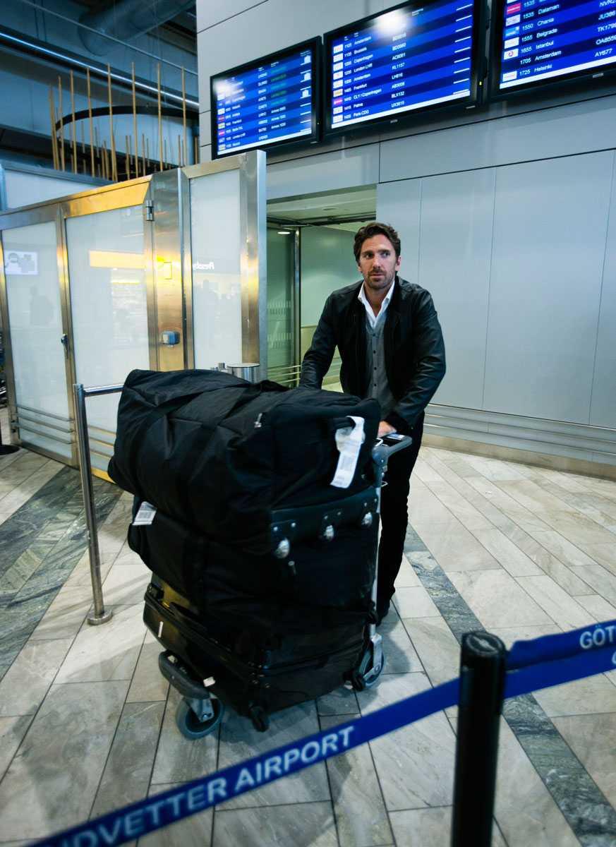 Henrik Lundqvist anläner till Landvetters vänthall.  Foto: Anders Deros