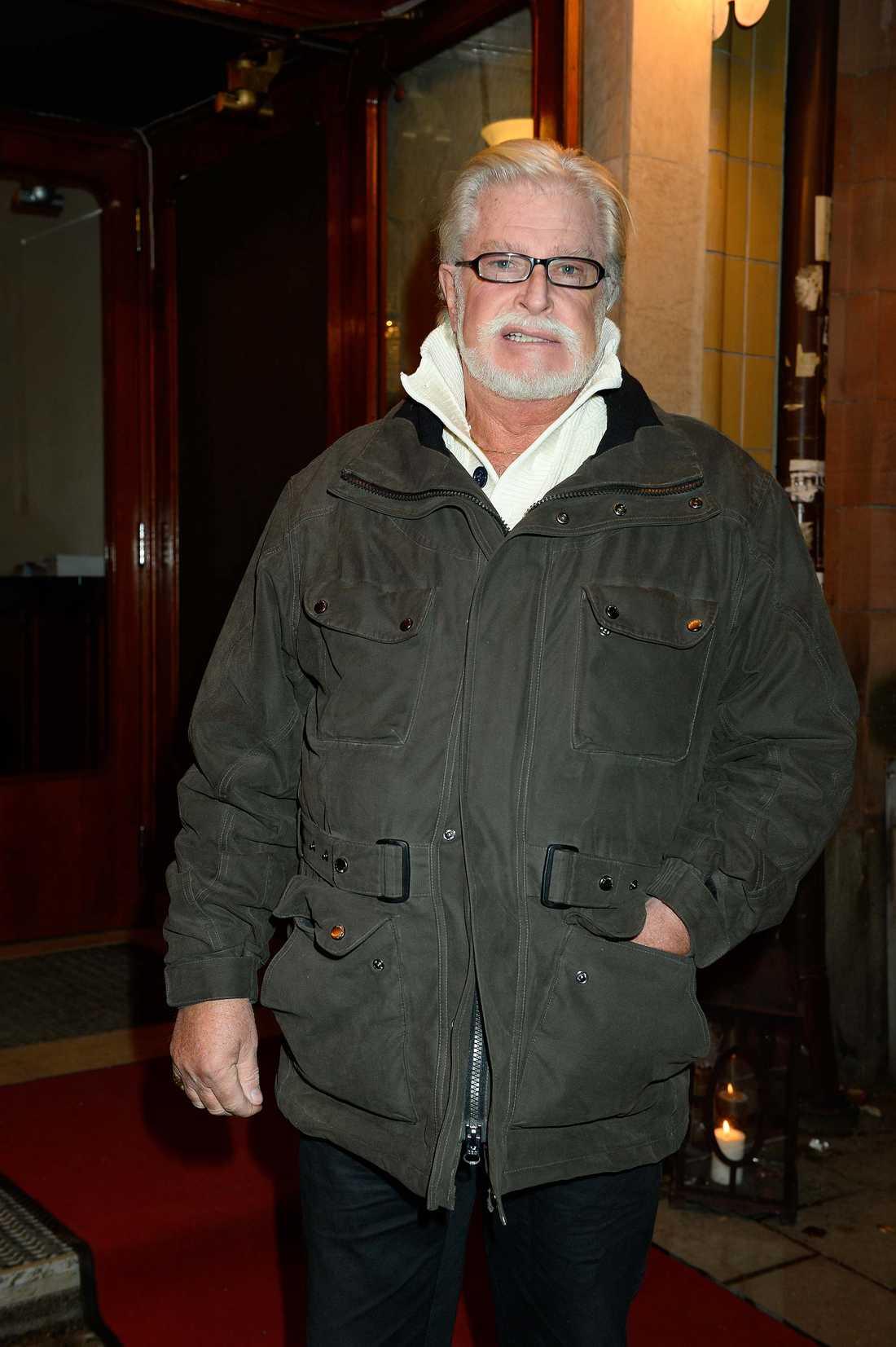 """Ulf Brunnberg spelade """"Ragnar Vanheden"""" i åtta Jönssonligan-filmer. Han var den som alltid körde och utförde alla stunts med den klassiska bilen som tjuvligan hade."""