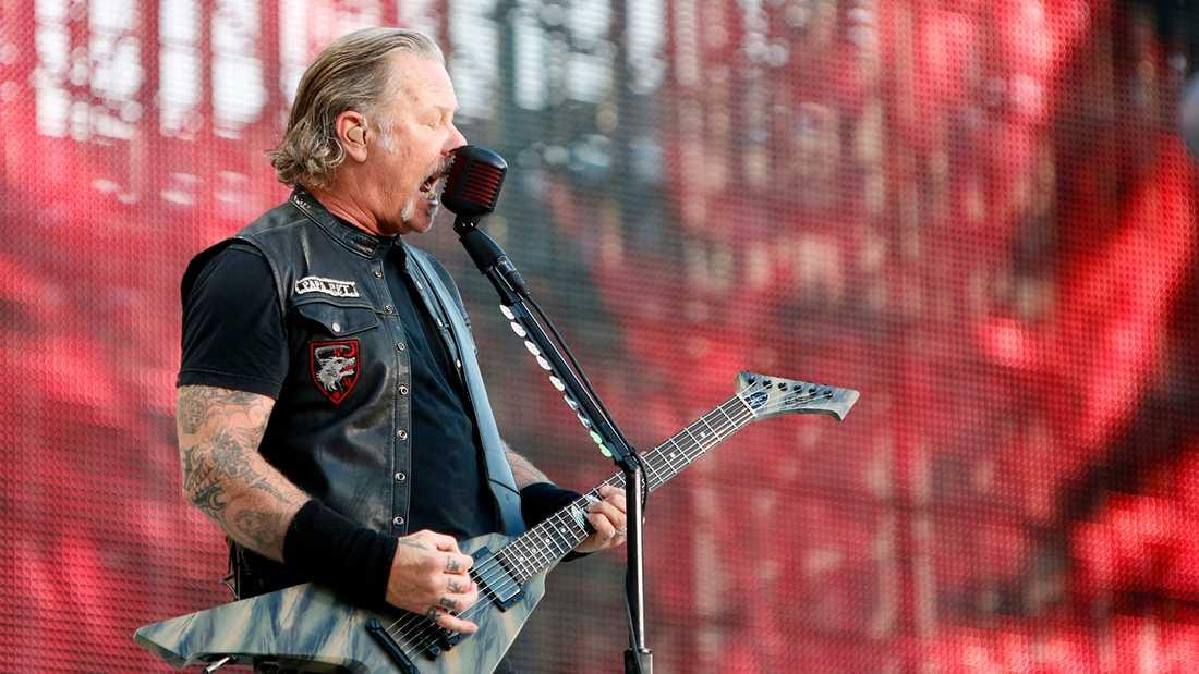 Metallicas James Hetfield under tisdagskvällens spelning på Ullevi.