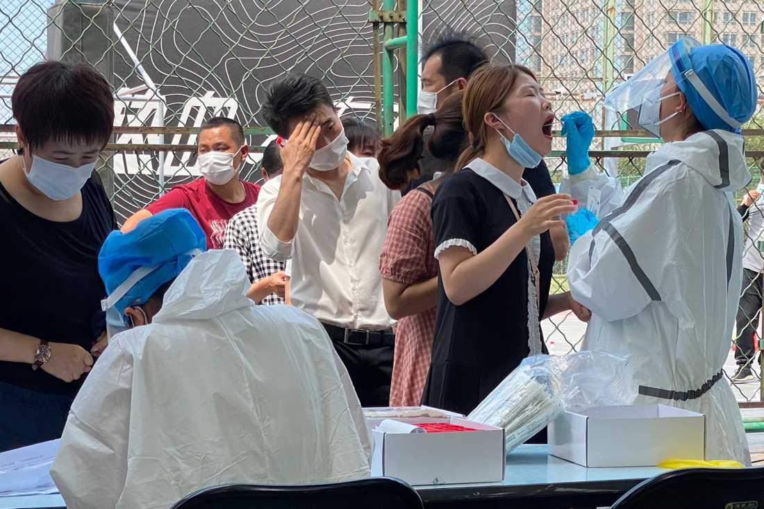Människor i Peking testas.