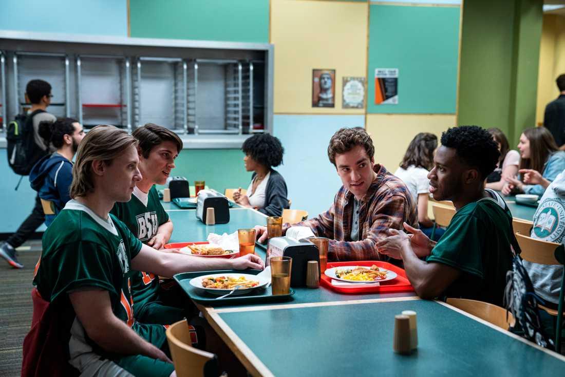 Brendan (Jackson White) försöker passa in på college.