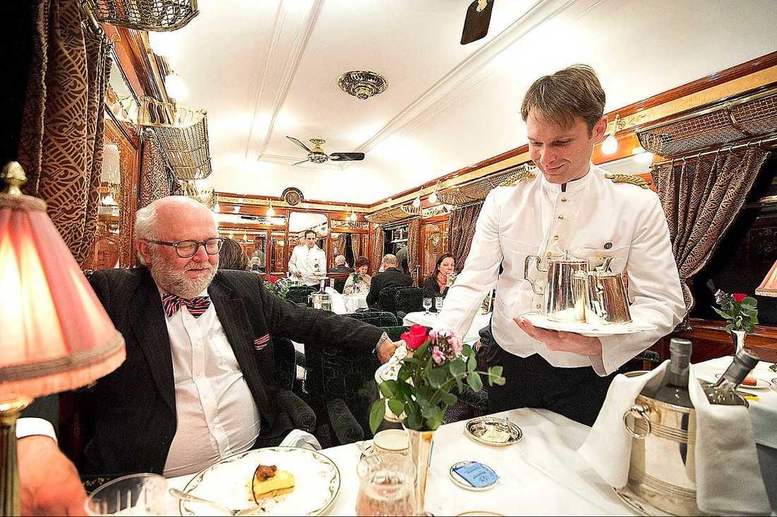 Ombord kunde man välja bland tre restaurangvagnar.