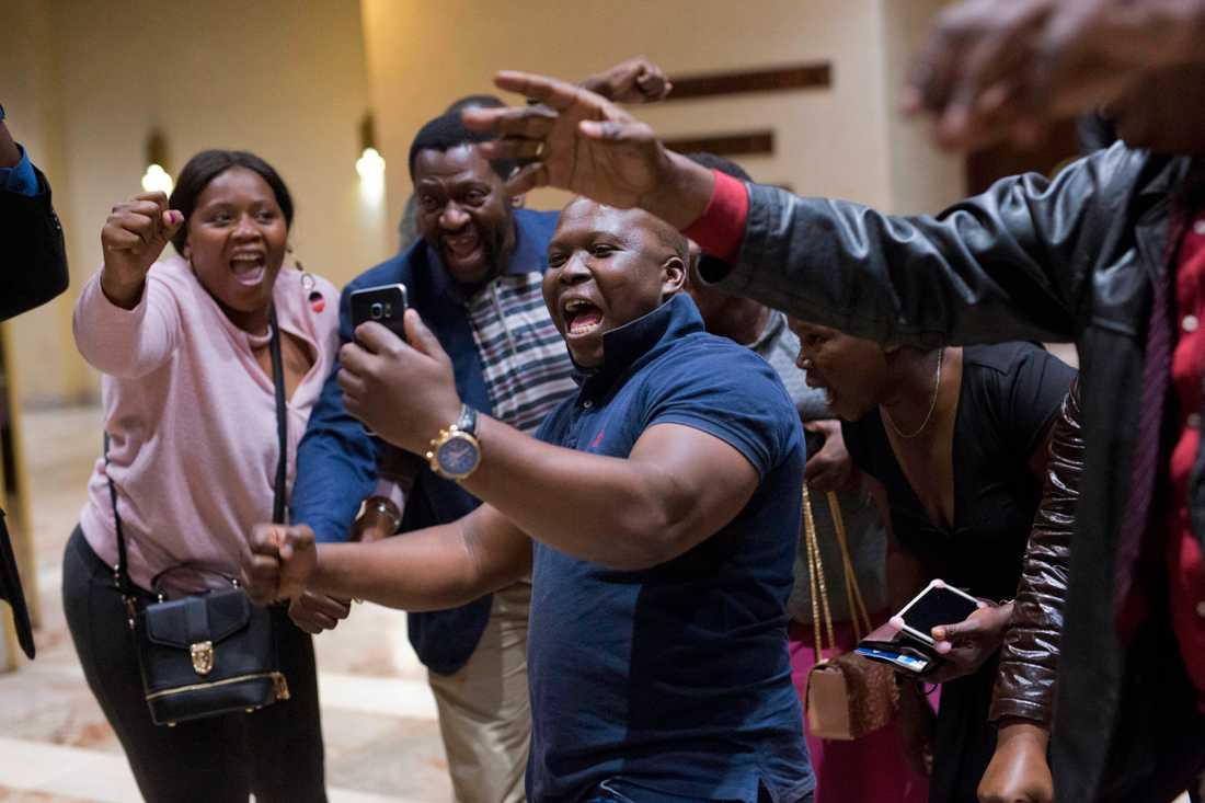 Jubel utbröt i Harare bland anhängare till sittande presidenten Emmerson Mnangagwa.