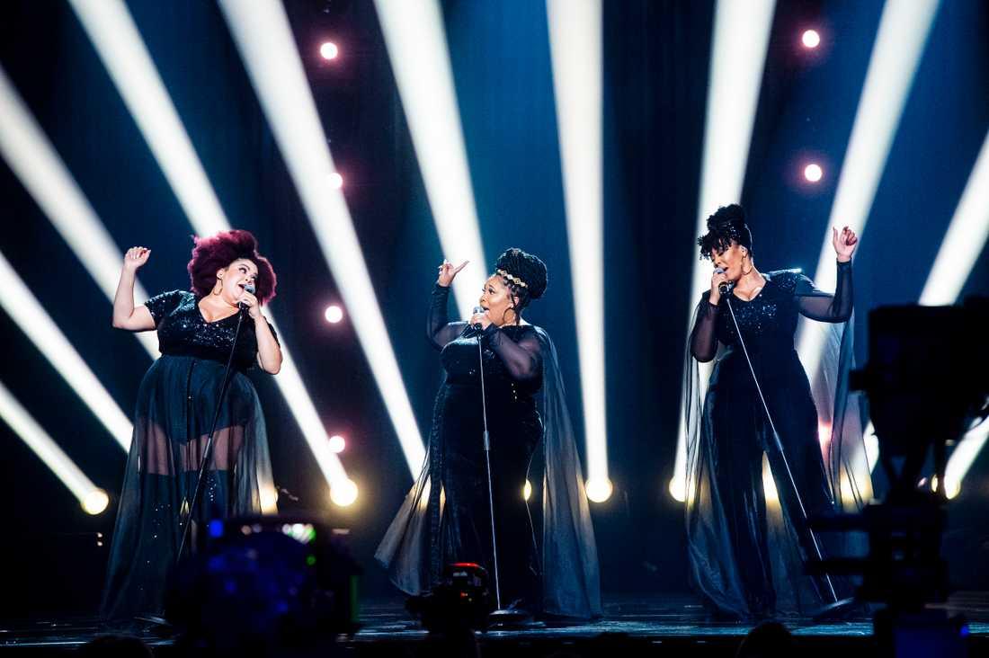 The Mamas på scenen under genrepet inför Melodifestivalen 2020