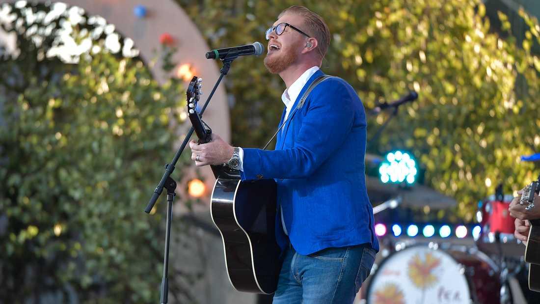 """Oscar Magnusson sjunger sången """"Anita"""" för att hedra sin pappa."""