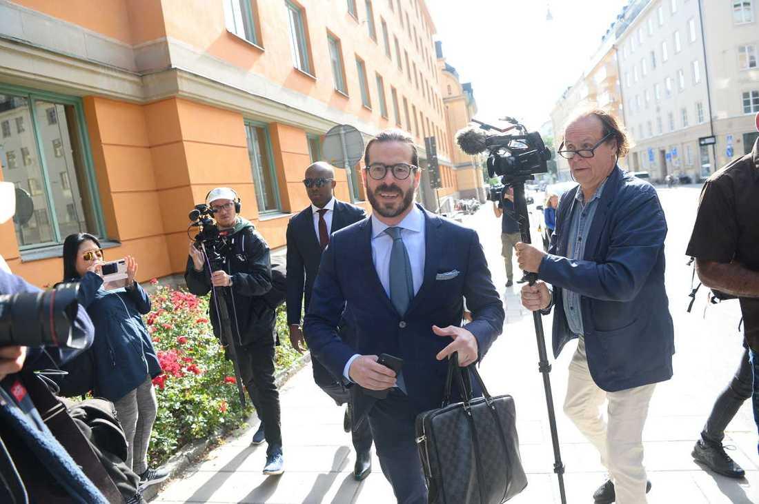 ASAP Rockys advokat Slobodan Jovicic anländer.
