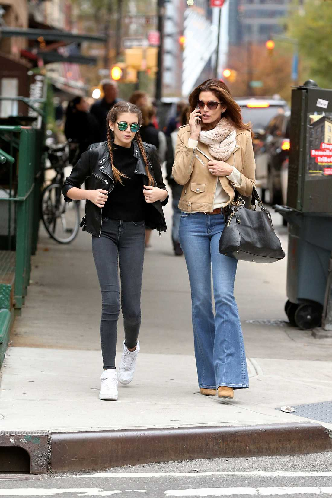 Kaia och mamma Cindy på Manhattan i New York.