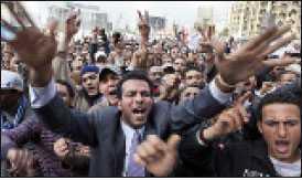 I drygt en vecka har folk samlats på Tahrirtorget i Kairo i protest mot regimen.