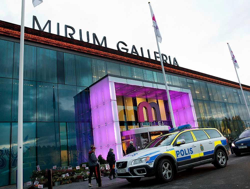 orolig Bara timmar innan dubbelmordet uppträdde 33-åringen oroligt på en galleria i Norrköping och bad själv om att få ta kontakt med polisen.