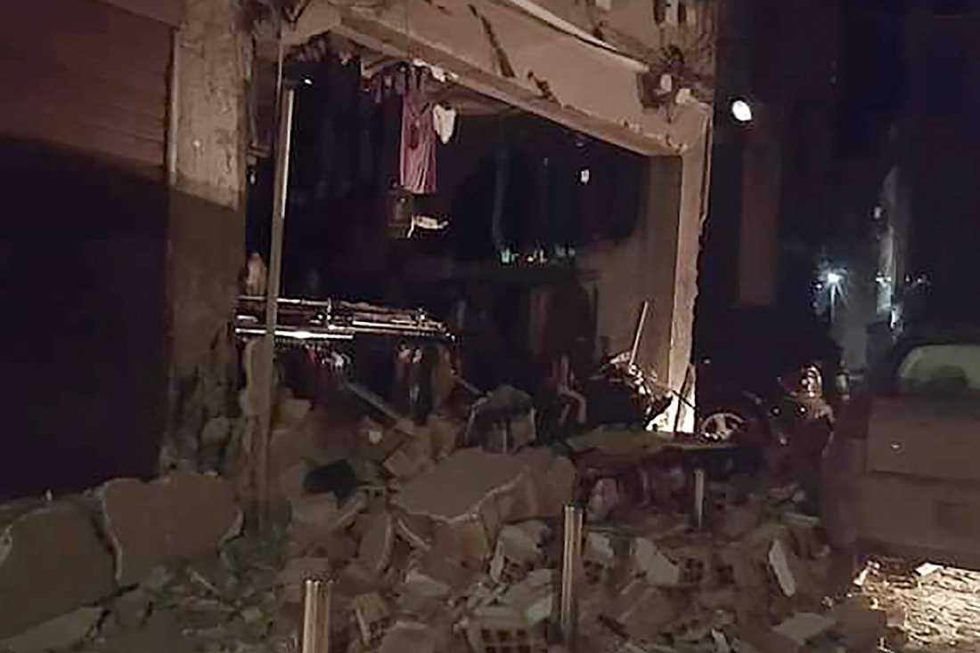 Jordbävningen orsakade betydande skador på byggnader i såväl Tirana som Durrës och Thumanë.