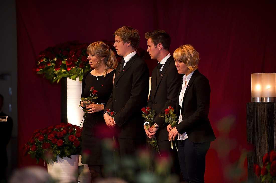 ÖVERLEVDE Från vänster Maria West, Asmund Anknut, Eskil Pedersen och Tonje Brenna, som alla överlevde när Anders Behring Breivik vansinnessköt på Utøya i fredags.
