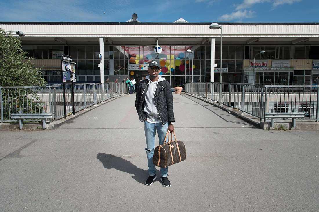 20-årige Markus Bekele trivs bra i Vårberg.