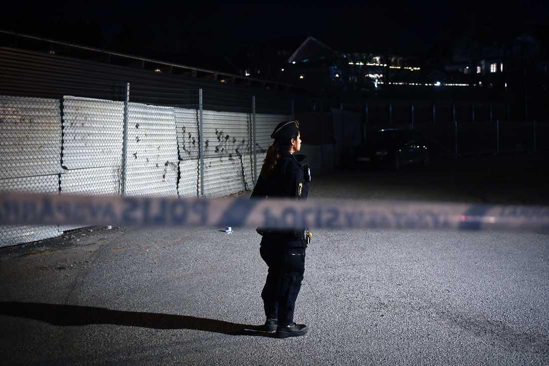 Polisen har spärrat av efter en misstänkt skottlossning.