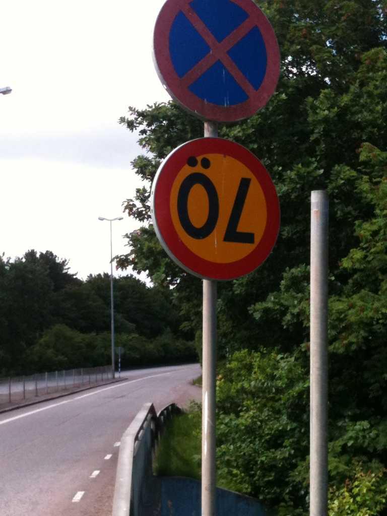 """""""Fann denna i utkanten av Helsingborg, någon som tolkat om skylten kanske?"""", skriver André."""
