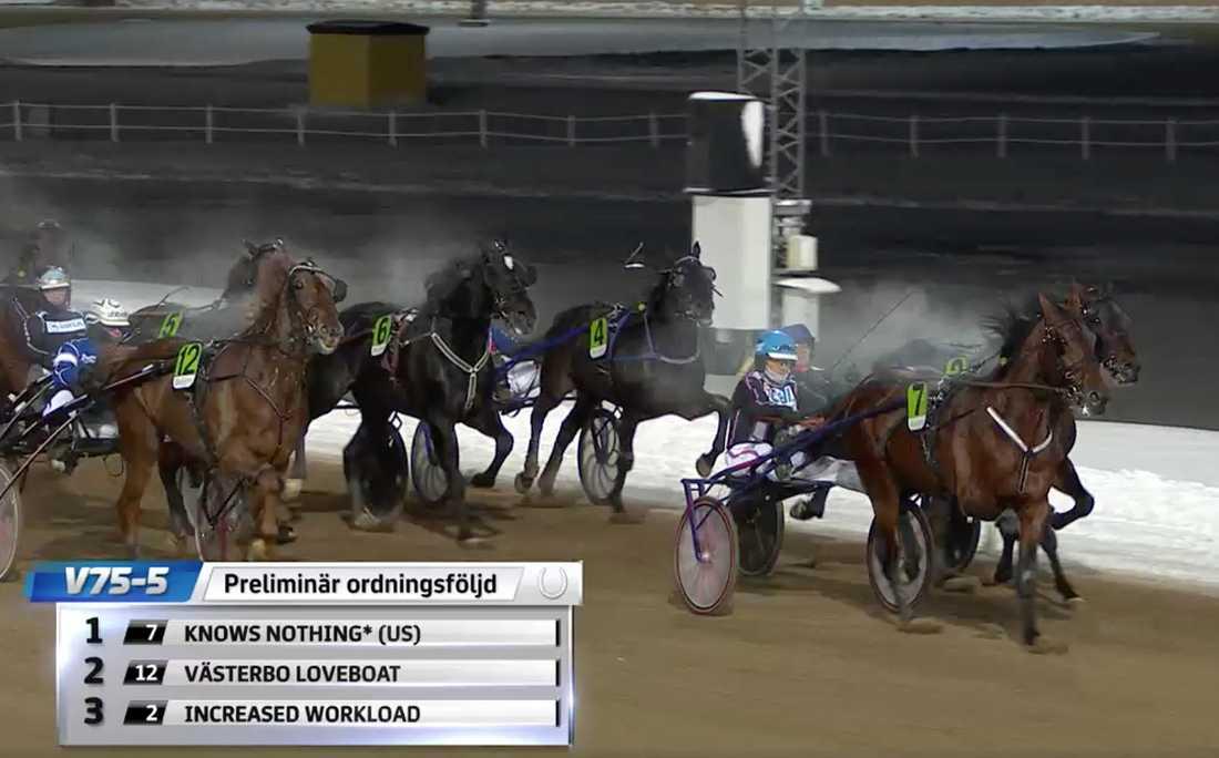 Ulf Ohlsson tog lördagens tredje V75-seger med Knows Nothing.
