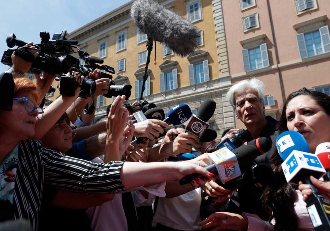 Pietro Orlandi, bror till Emanuela Orlandi som försvann 1983, träffar reportrar i Vatikanen efter att gravarna öppnats.