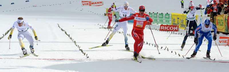 Emil Jönsson spurtar in på tredje plats.