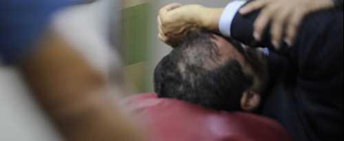 Ecuadors president förs till sjukhus efter attacken.