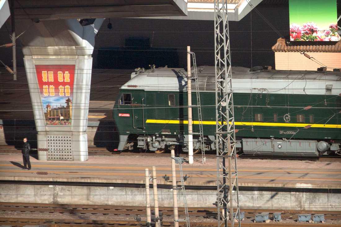 Ett tåg som tros vara Kim Jong-Uns har rullat in i Peking.