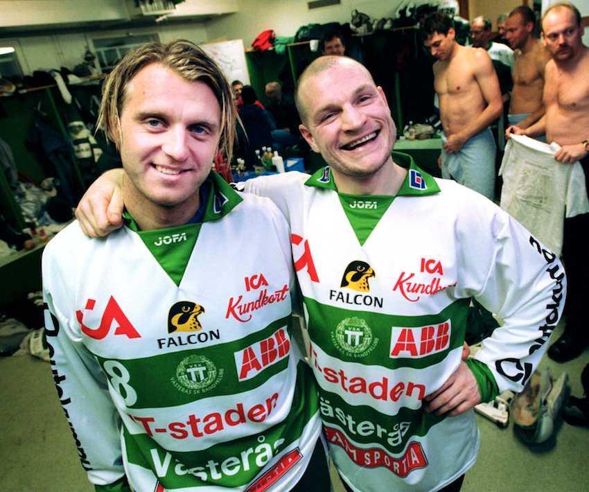 Daniel Svedberg och Per Fosshaug bränner av sina vackraste leenden 2001.