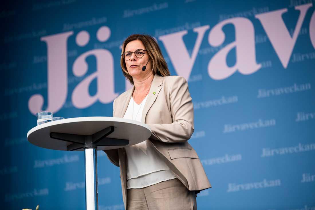 Isabella Lövin talade vid Järvaveckans premiärkväll och hann prata om både Greta Thunberg, Lars Adaktusson och sin gammelmormor Estrid.