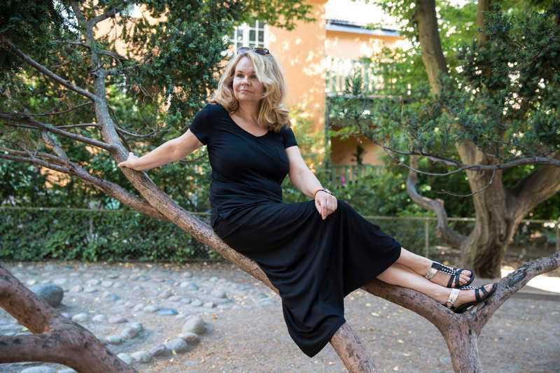 """FÖR KOMMERSIELLLena Koppel har fått stöd för alla sina filmer utom den senaste, """"Hur många kramar finns det i världen?"""", som ansågs för kommersiell."""