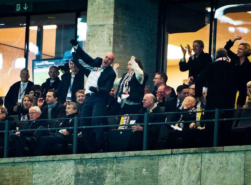 HÄR BRYTER HAN TABUTStatsminister Fredrik Reinfeldts glädjeexplosion på Olympiastadion i höstas fick många att undra om det hade brunnit i skallen på honom.