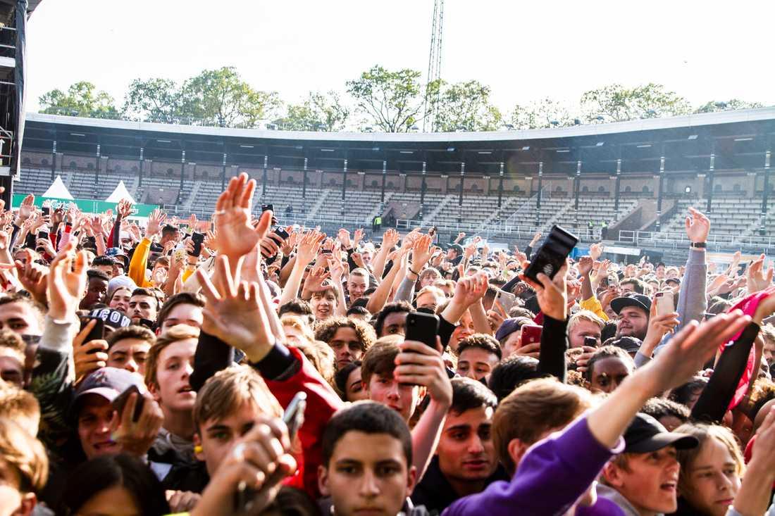 Publiken på konserten med Einár