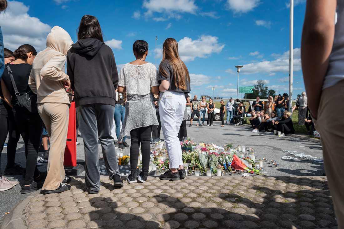Offer för gängvåldet. I somras sköts en tolvårig flicka ihjäl vid en bensinmack i Hallunda i Botkyrka söder om Stockholm. Arkivbild.