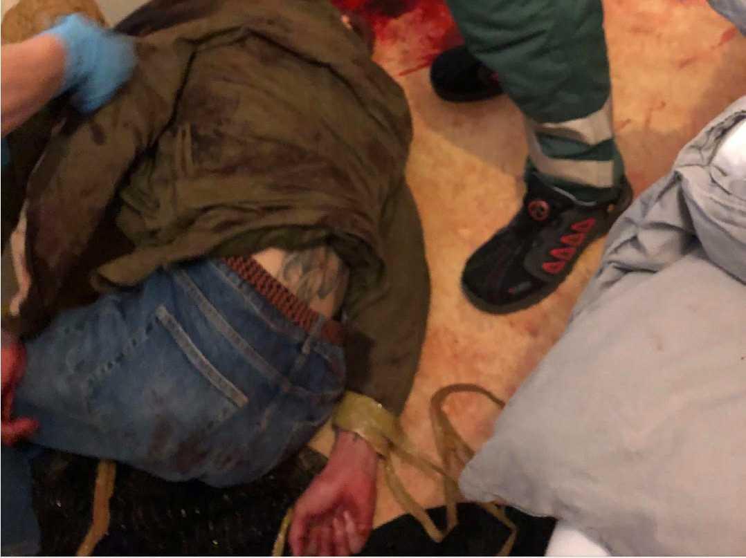 Kontraktsmördaren blev övermannad av den tjetjenske bloggaren. Och blev nästan ihjälslagen själv  med sitt eget vapen – en hammare.