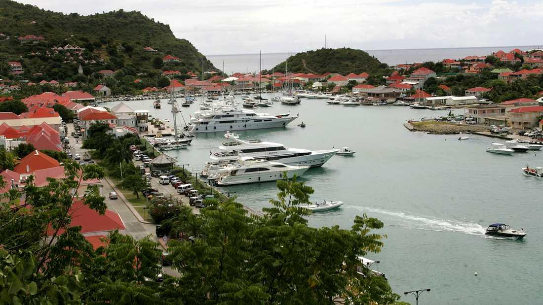 Bröllopsresan går till den gamla svenskkolonin Saint Barthélemy i Karibiens övärld.